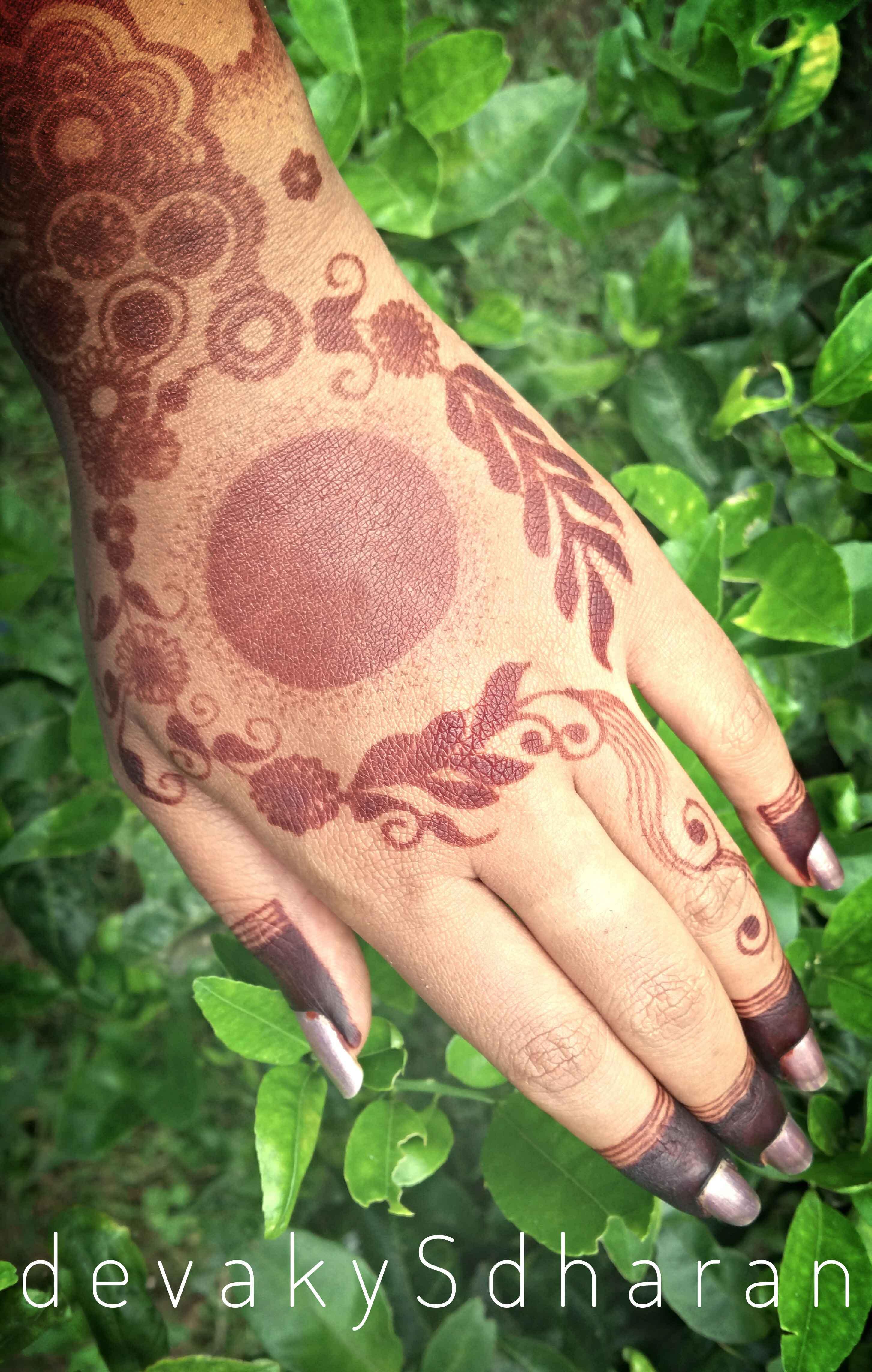 Arabic design with circles.